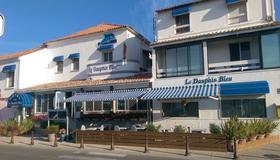 Hôtel Le Dauphin Bleu - Saintes-Maries-de-la-Mer - Building