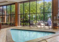 4 號出口品質酒店 - 克拉克斯維爾 - 克拉克斯維爾 - 游泳池