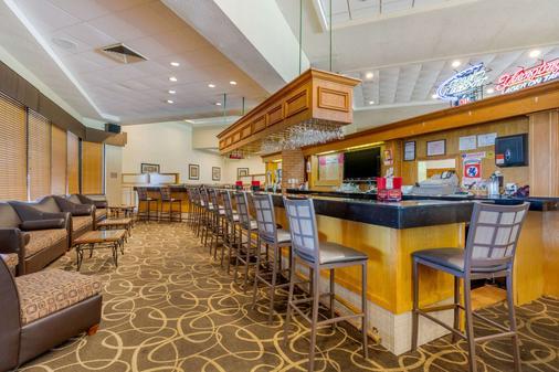 Quality Inn Exit 4 - Clarksville - Bar