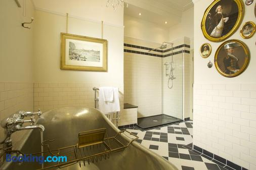 Crown Hotel - Blandford Forum - Bathroom