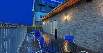 Holiday Inn Express Hotel & Suites Jenks, An IHG Hotel - Jenks - Patio