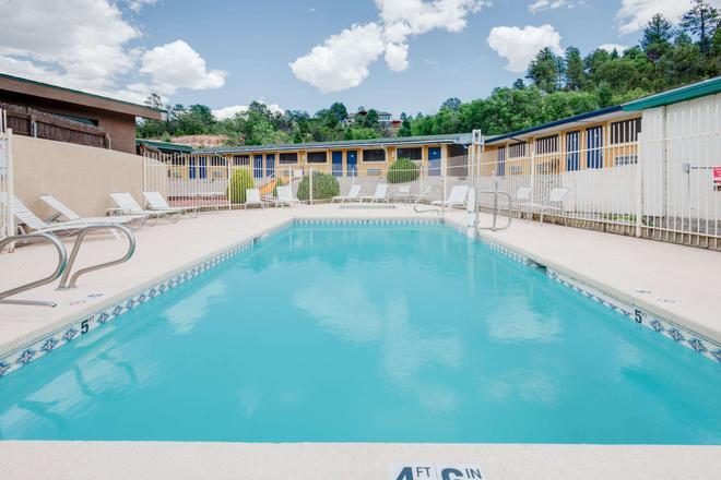 Travelodge by Wyndham Ruidoso - Ruidoso - Pool