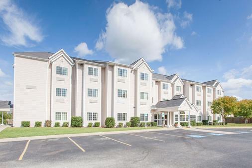 Microtel Inn & Suites by Wyndham Rogers - Rogers - Building