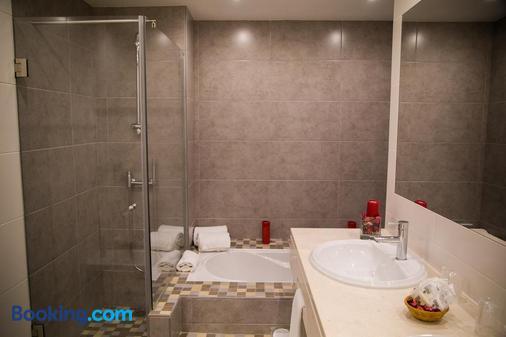 Hotel Dom Fernando - Evora - Bathroom