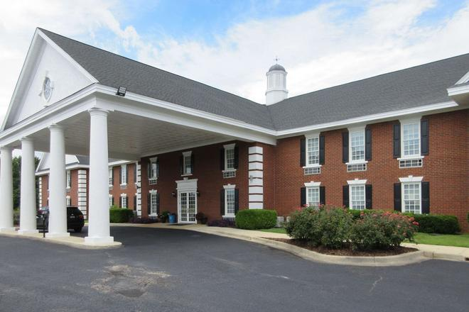 Quality Inn and Suites - Edgefield - Building