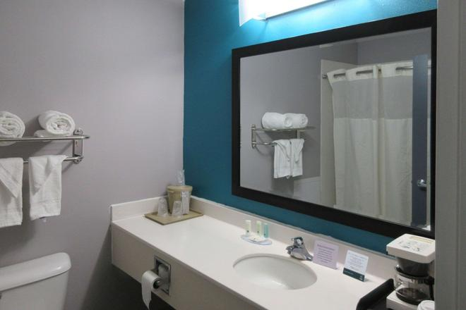 Quality Inn and Suites - Edgefield - Bathroom