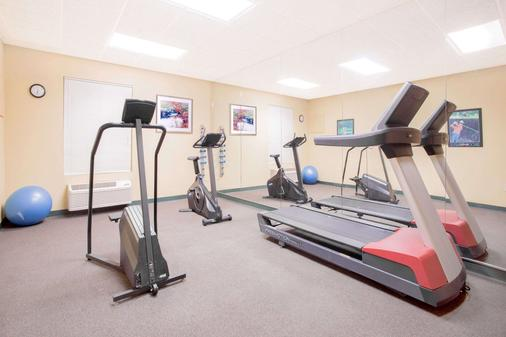 Hawthorn Suites by Wyndham Conyers - Conyers - Gym