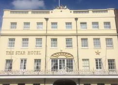 The Star Hotel - Southampton - Building
