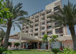 Ajman Beach Hotel - Ajman - Building
