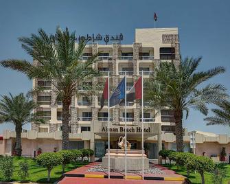 Ajman Beach Hotel - Ajman - Gebouw