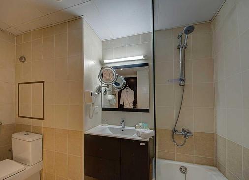 Ajman Beach Hotel - Ajman - Bathroom