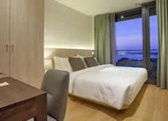 Balcony Seaside Sriracha Hotel & Serviced Apartments - Si Racha - Bedroom