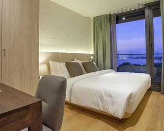 Balcony Seaside Sriracha Hotel & Serviced Apartments - Si Racha - Ložnice
