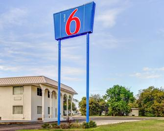 Motel 6 Waco - Lacy Lakeview - Bellmead - Building