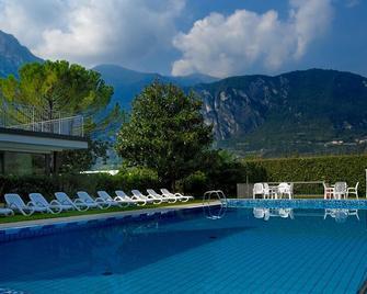 Hotel Campagnola - Riva del Garda - Bể bơi