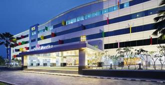 Hotel Santika Kelapa Gading - ג'קרטה - בניין