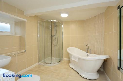The Downe Arms Hotel - Scarborough - Phòng tắm