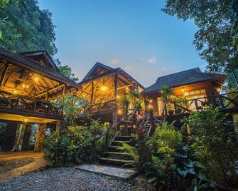 Art's Riverview Lodge - Phanom - Gebäude