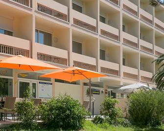 Best Western Hotel des Thermes - Balaruc-les-Bains - Building