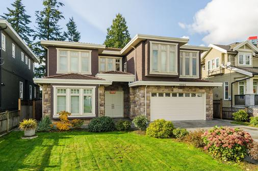 Imperial House Bed and Breakfast by Elevate Rooms - Burnaby - Edificio