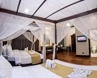 Vigan Plaza Hotel - Vigan City - Bedroom