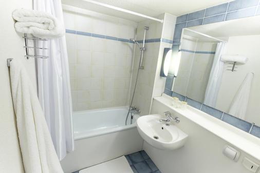Hotel Campanile Cherbourg - La Glacerie - Cherbourg-Octeville - Bathroom
