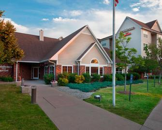 Residence Inn by Marriott West Springfield - West Springfield - Building