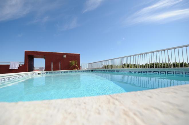 貝斯特韋斯特中庭酒店 - 阿爾勒 - 阿爾勒 - 游泳池