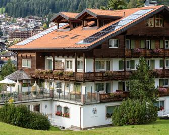 Hotel Hell - Ortisei - Building