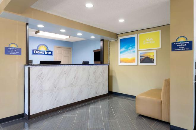 Days Inn by Wyndham Greensboro Airport - Greensboro - Front desk