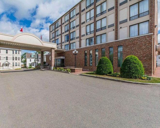 Quality Inn & Suites Downtown - Charlottetown (Prince Edward Island) - Building