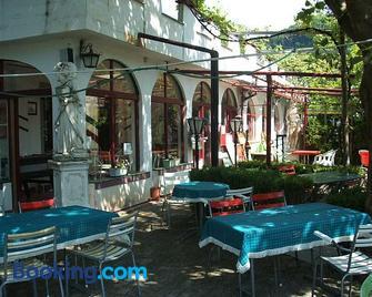 Guest House Pizzeria Pazza da Gianni - Stein am Rhein - Edificio