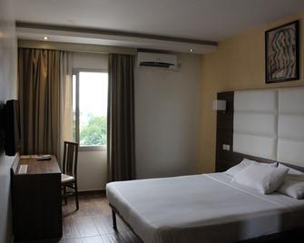 Lewat Hotel - Duala - Habitación