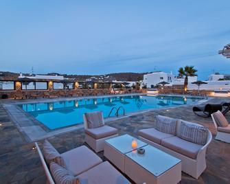 Yiannaki Hotel - Ornos - Pool