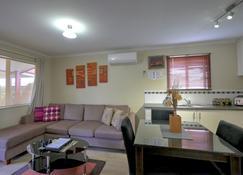 Ficifolia Lodge - Parndana - Wohnzimmer