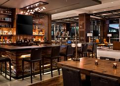 Omaha Marriott Downtown at the Capitol District - Omaha - Bar