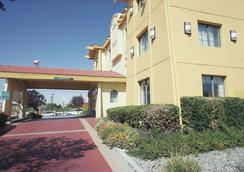 La Quinta Inn by Wyndham Albuquerque Airport - Albuquerque - Building