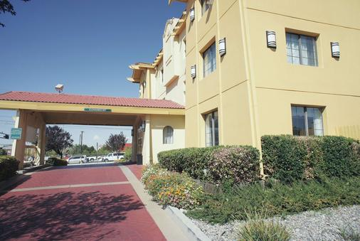 La Quinta Inn by Wyndham Albuquerque Airport - Αλμπουκέρκι - Κτίριο