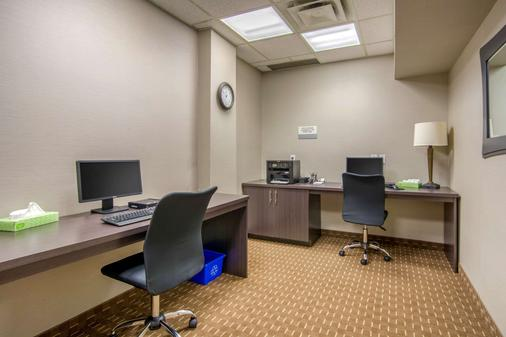 Clarion Hotel - Sudbury - Business Center