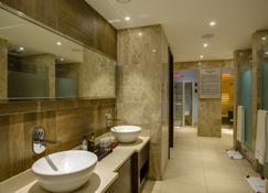 Crowne Plaza Nairobi Airport - Nairobi - Bathroom
