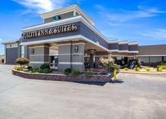 Quality Inn & Suites Kansas City - Independence I-70 East - Independence - Edificio