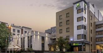 Holiday Inn Express Dublin Airport - Dublin - Building