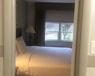 Relax Inn - Lewisburg - Bedroom