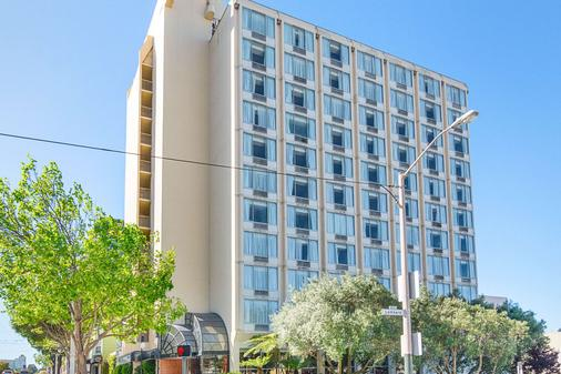 Comfort Inn By the Bay - San Francisco - Building