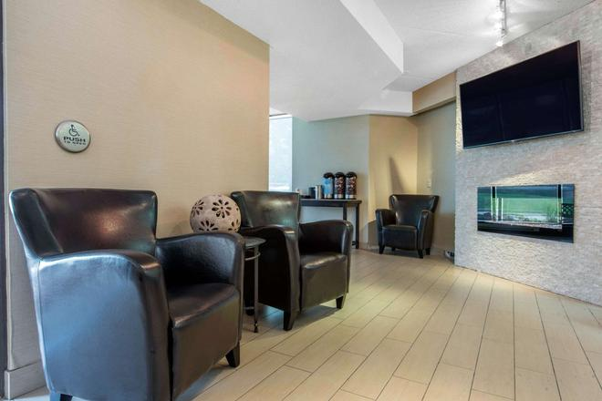Comfort Inn Airport - North Bay - Lobby