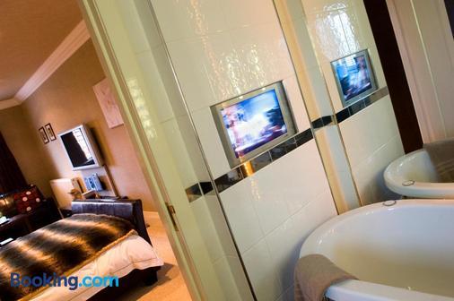 Number One St Luke's - Blackpool - Bathroom