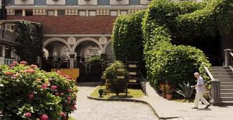 Hotel O. Galogre - באטומי