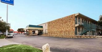 Rodeway Inn - New Braunfels - Building