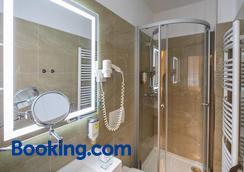 巴塞爾別墅酒店 - 卡羅維發利 - 浴室
