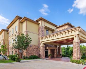 Best Western PLUS Goliad Inn & Suites - Goliad - Building